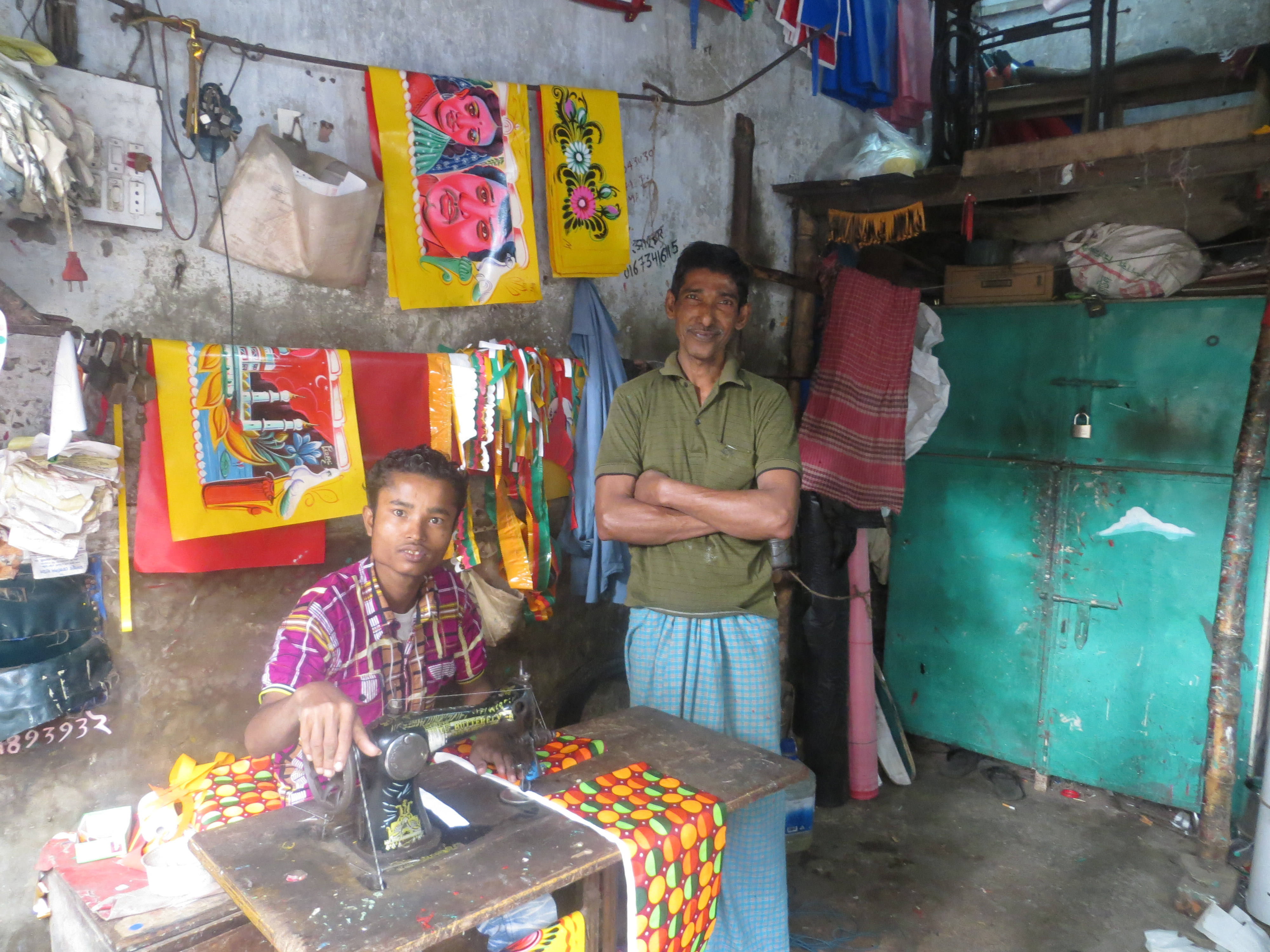 workers_rickshaw_workshop_dhaka