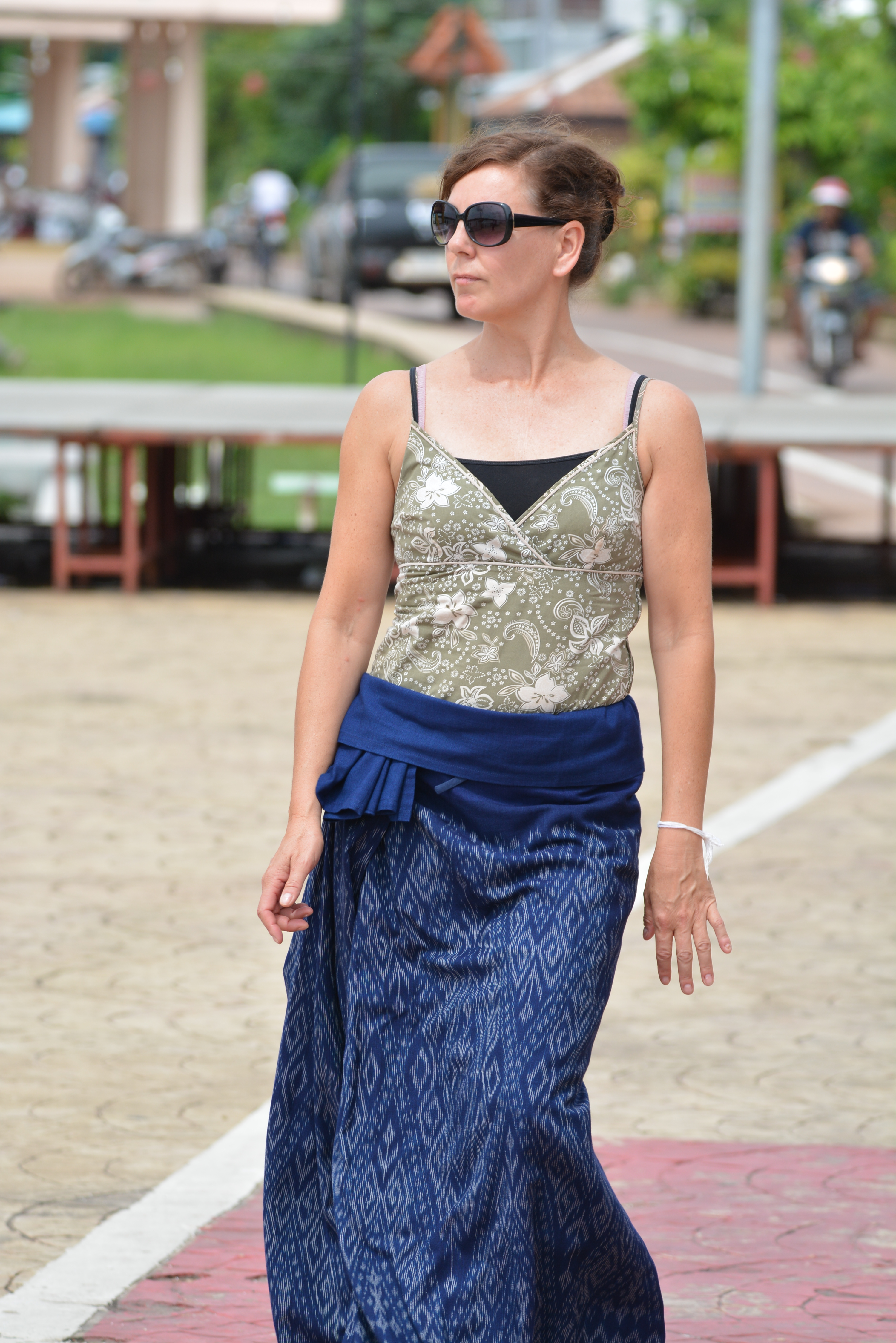 how to wear a sarong style 1.JPG