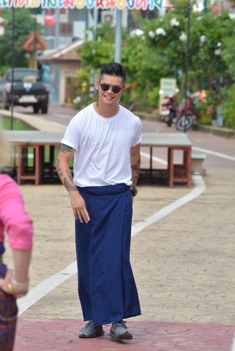 how to wear a sarong when you are a man