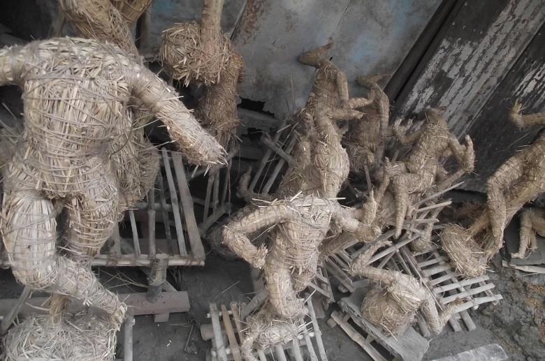 kumartali straw idols.JPG