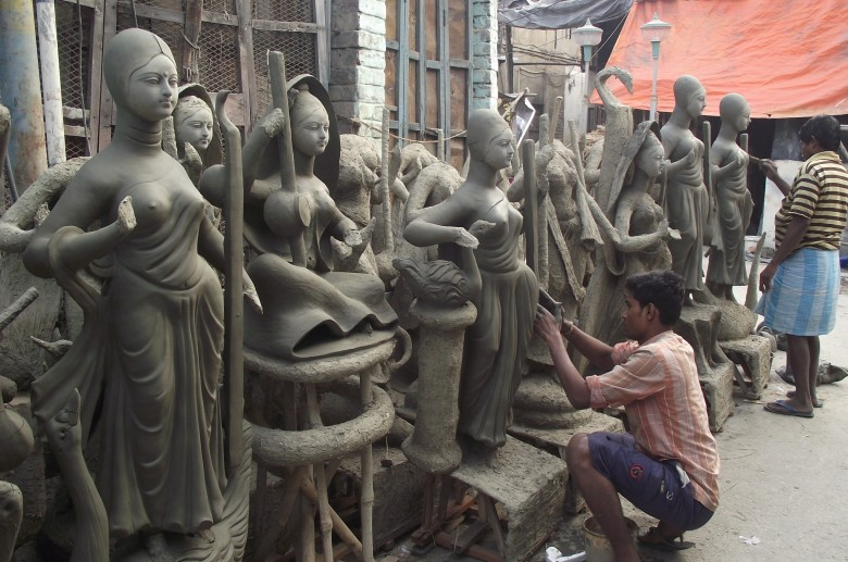 man-and-lots-of-kumartali-sculptures