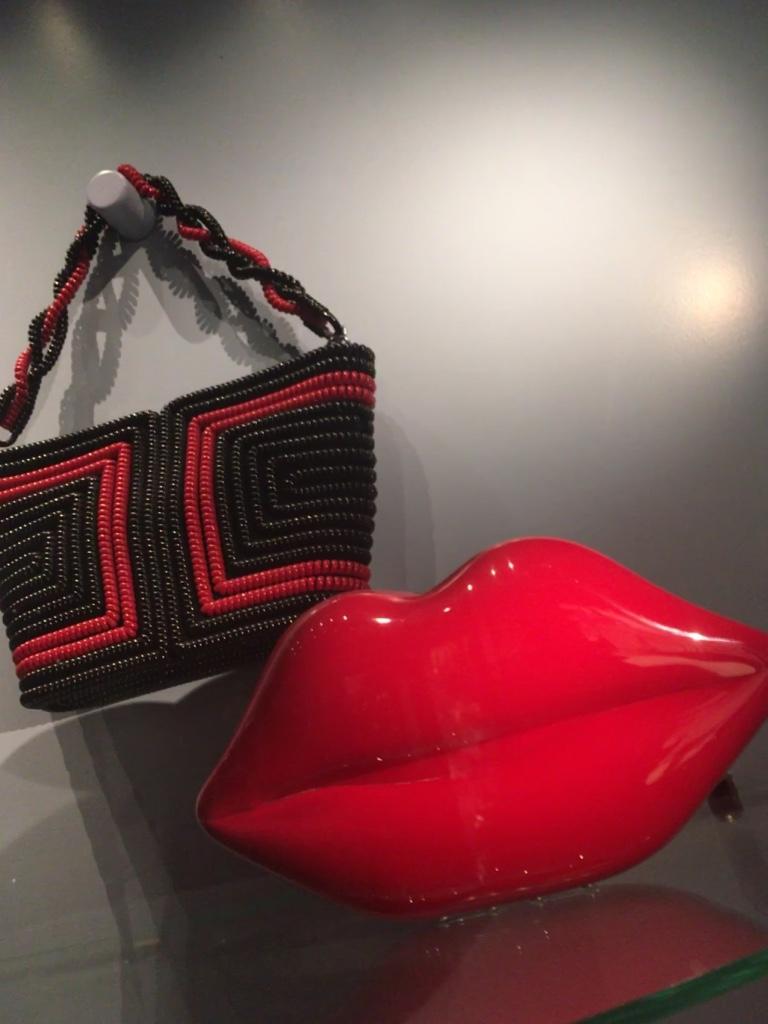 lips-handbag