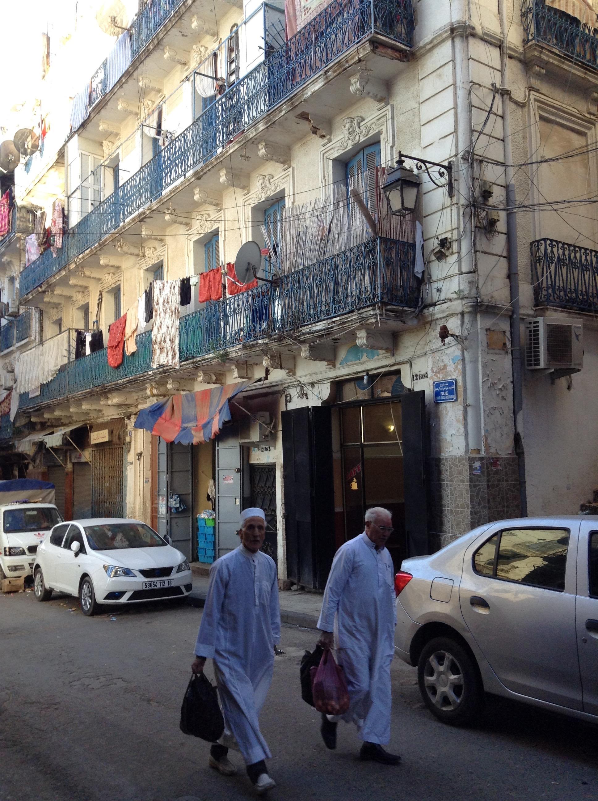 men_casbah_algiers_algeria.jpg